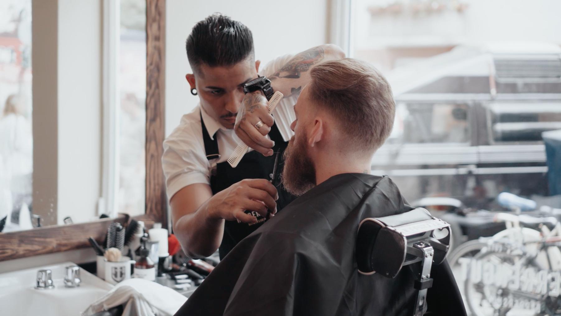 fashioned mens barber shop - HD1803×1015